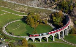 Viaduc en spirale de Brusio en Suisse. Source : http://data.abuledu.org/URI/5461ded8-viaduc-en-spirale-de-brusio-en-suisse