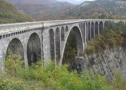 Viaduc ferroviaire de Roizonne. Source : http://data.abuledu.org/URI/564591d2-viaduc-ferroviaire-de-roizonne