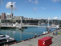 Viaduc piéton fermé à Auckland. Source : http://data.abuledu.org/URI/5088589b-viaduc-harbour-ferme