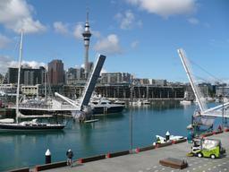 Viaduc piéton ouvert à Auckland. Source : http://data.abuledu.org/URI/508858e6-viaduc-harbour-ouvert
