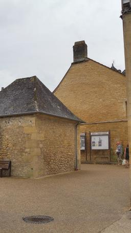Vielle ville de Montignac. Source : http://data.abuledu.org/URI/5994d11a-vielle-ville-de-montignac