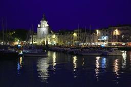 Vieux-Port de La Rochelle de nuit. Source : http://data.abuledu.org/URI/58262893-vieux-port-de-la-rochelle-de-nuit