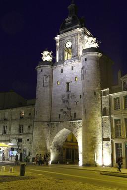 Vieux-Port de La Rochelle de nuit. Source : http://data.abuledu.org/URI/582628cb-vieux-port-de-la-rochelle-de-nuit