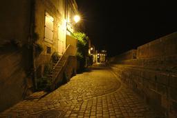 Vieux-Port de La Rochelle de nuit. Source : http://data.abuledu.org/URI/582629f5-vieux-port-de-la-rochelle-de-nuit