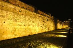 Vieux-Port de La Rochelle de nuit. Source : http://data.abuledu.org/URI/58262a8b-vieux-port-de-la-rochelle-de-nuit