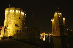 Vieux-Port de La Rochelle de nuit. Source : http://data.abuledu.org/URI/58262adf-vieux-port-de-la-rochelle-de-nuit