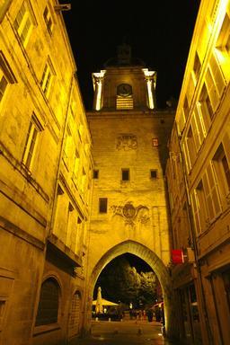 Vieux-Port de La Rochelle de nuit. Source : http://data.abuledu.org/URI/58262b84-vieux-port-de-la-rochelle-de-nuit