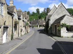 Village anglais de Castle Combe. Source : http://data.abuledu.org/URI/58e6b4cb-village-anglais-de-castle-combe