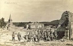Village d'Azannes pendant la première guerre mondiale. Source : http://data.abuledu.org/URI/5432b5e2-village-d-azannes-pendant-la-premiere-guerre-mondiale