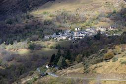 Village dans la vallée de l'Aure. Source : http://data.abuledu.org/URI/54b85f85-village-dans-la-vallee-de-l-aure