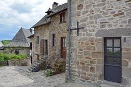 Village de Marcolès dans le Cantal. Source : http://data.abuledu.org/URI/55592cca-village-de-marcoles-dans-le-cantal
