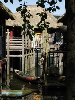 Village lacustre africain à Pairi Daiza. Source : http://data.abuledu.org/URI/557acd09-village-lacustre-africain-a-pairi-daiza