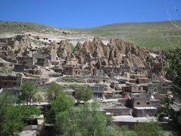 Village troglodyte en Iran. Source : http://data.abuledu.org/URI/552009f2-village-troglodyte-en-iran