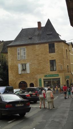Ville médiévale à Montignac-24. Source : http://data.abuledu.org/URI/5994e890-ville-medievale-a-montignac-24