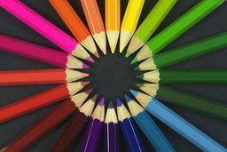 Vingt crayons de couleur. Source : http://data.abuledu.org/URI/5335b63f-vingt-crayons-de-couleur