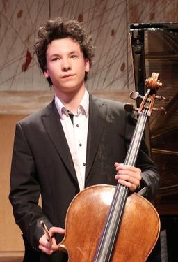 Violoncelliste. Source : http://data.abuledu.org/URI/5395e189-violoncelliste
