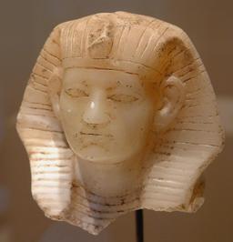 Visage d'Amenemhat III. Source : http://data.abuledu.org/URI/52ea6daa-visage-d-amenemhat-iii