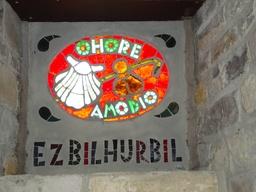 Vitrail basque sur le chemin de Saint-Jacques de Compostelle. Source : http://data.abuledu.org/URI/506b4158-vitrail-basque-sur-le-chemin-de-saint-jacques-de-compostelle