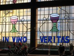 Vitrail de restaurant à Ilmenau. Source : http://data.abuledu.org/URI/56becbcd-vitrail-de-restaurant-a-ilmenau-