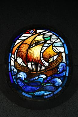 Vitrail du bateau à voile. Source : http://data.abuledu.org/URI/52fb8ff7-vitrail-du-bateau-a-voile