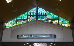 Vitraux de la gare de Karuizawa au Japon. Source : http://data.abuledu.org/URI/54a85ce9-vitraux-de-la-gare-de-karuizawa-au-japon