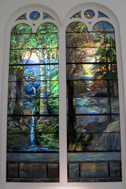 Vitraux du printemps et de l'automne par Tiffany, 1905. Source : http://data.abuledu.org/URI/551bed27-vitraux-du-printemps-et-de-l-automne-par-tiffany-1905