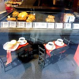 Vitrine de pâtisserie rue des forges à Dijon. Source : http://data.abuledu.org/URI/59d477be-vitrine-de-patisserie-rue-des-forges-a-dijon