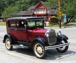 Voiture Ford de 1928, modèle A. Source : http://data.abuledu.org/URI/501854eb-voiture-ford-de-1928-modele-a