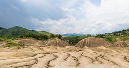 Volcans de boue en Roumanie. Source : http://data.abuledu.org/URI/59bc4f51-volcans-de-boue-en-roumanie