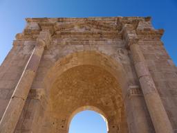 Voute du Tétrapyle Nord de Jerash. Source : http://data.abuledu.org/URI/54b44183-voute-du-tetrapyle-nord-de-jerash