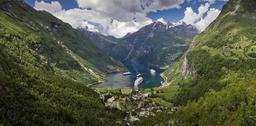 Vue du fjord de Geiranger en Norvège. Source : http://data.abuledu.org/URI/5357b84e-vue-a-geiranger-de-flydalsjuvet-2013-june-jpg