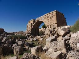 Vue actuelle des Thermes de l'Ouest à Jerash. Source : http://data.abuledu.org/URI/54b59938-vue-actuelle-des-thermes-de-l-ouest-a-jerash
