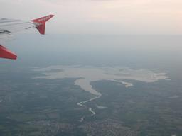 Vue aérienne du Lac de Grand-Lieu. Source : http://data.abuledu.org/URI/54a752cb-vue-aerienne-du-lac-de-grand-lieu