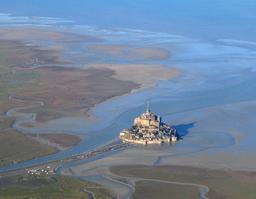 Vue aérienne du Mont Saint-Michel. Source : http://data.abuledu.org/URI/52bf0b97-vue-aerienne-du-mont-saint-michel