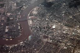 Vue aérienne du plan en damier de la Nouvelle-Orléans. Source : http://data.abuledu.org/URI/555f695f-vue-aerienne-du-plan-en-damier-de-la-nouvelle-orleans