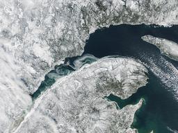 Vue aérienne du Saint-Laurent en hiver. Source : http://data.abuledu.org/URI/59bc6272-vue-aerienne-du-saint-laurent-en-hiver