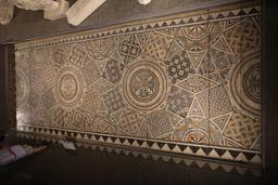 Vue d'ensemble de la grande mosaïque de Burdigala. Source : http://data.abuledu.org/URI/5558e0c7-vue-d-ensemble-de-la-grand-mosaique-de-burdigala