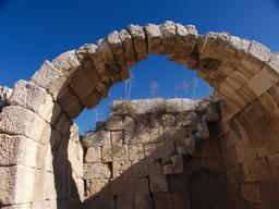 Vue d'une vôute des Thermes de l'Ouest à Jerash. Source : http://data.abuledu.org/URI/54b599ca-vue-d-une-voute-des-thermes-de-l-ouest-a-jerash