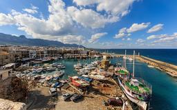 Vue du port de Kyrenia. Source : http://data.abuledu.org/URI/58cdf650-vue-du-port-de-kyrenia