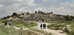 Vue du site de Umm Qeis en Jordanie. Source : http://data.abuledu.org/URI/5480a6b0-vue-du-site-de-umm-qeis-en-jordanie