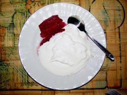 Yaourt avec poires cuites. Source : http://data.abuledu.org/URI/53610806-yaourt-avec-poires-cuites