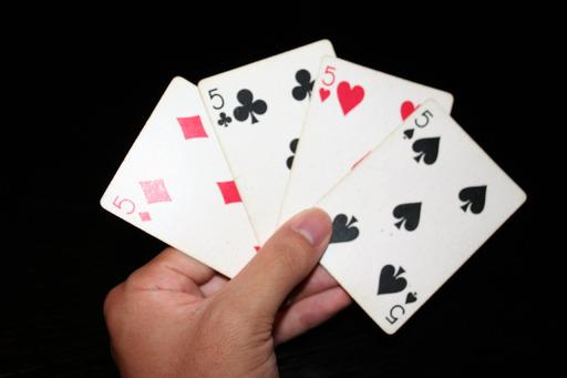 4 cartes à jouer de 5