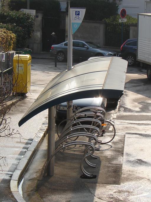 Abri public SNCF pour vélos