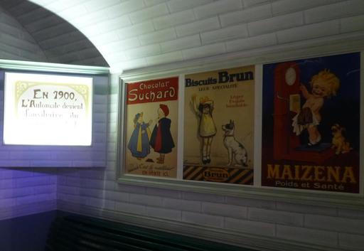 Affiches du métro parisien au musée des automates