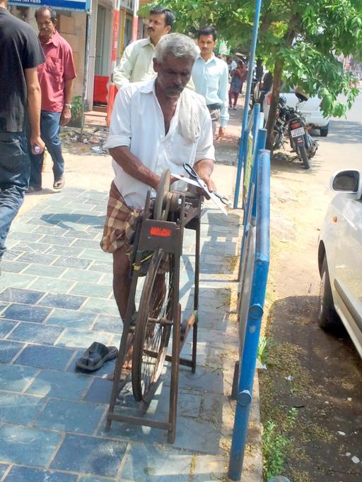 Affûtage de ciseaux en Inde