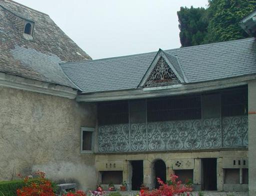 Ancien poulailler-porcherie dans les Pyrénées