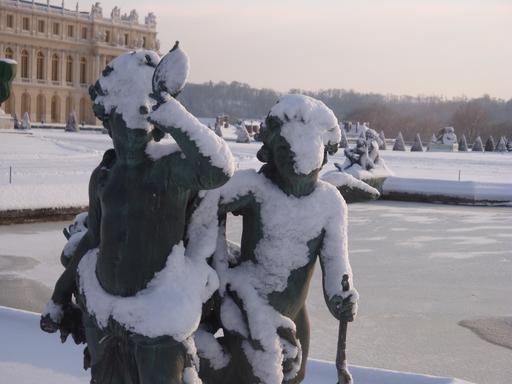 Angelots du Parterre d'Eau de Versailles sous la neige