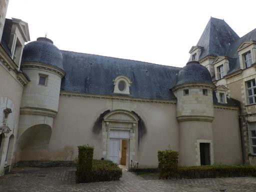 Angers, Abbaye Toussaint, entrée
