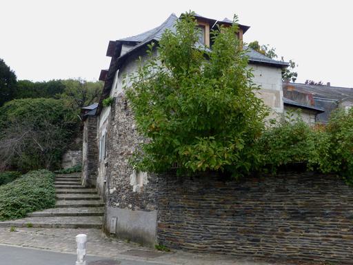 Angers, Montée au quartier de l'Esvière