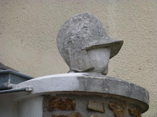 Angers, Petit gardien casqué